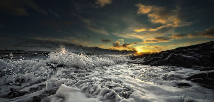 powerful-waves-on-the-sea-beach-hd-wallpaper-1920x1200-14824-1