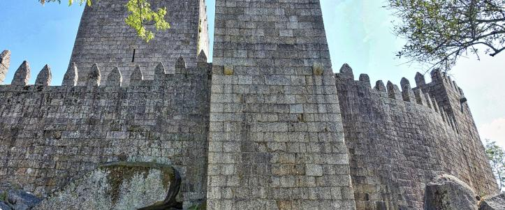 embattlement-castle-wall-fortified-tower-of-stone-lmgj